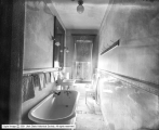 Bransford Apartments, Bathroom