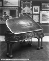 Amelia's Palace, Piano in Art Gallery