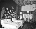 Strollers Club Bedroom